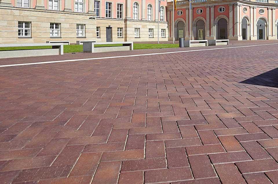 Gepflasterter Platz in Postdamm