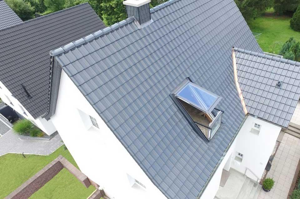 Bild von einem Dach mit Dachfenster