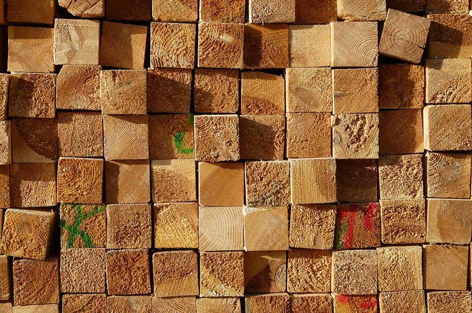 Bild von einem Stapel Holz